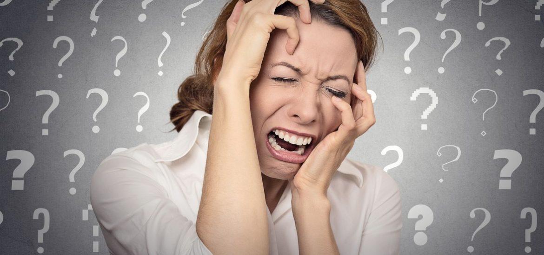 vystresovaná žena se spoustou otázek